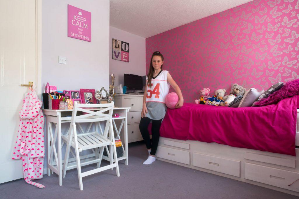 Portrait de Maddie dans sa chambre