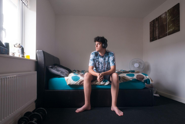 Portrait de James dans sa chambre