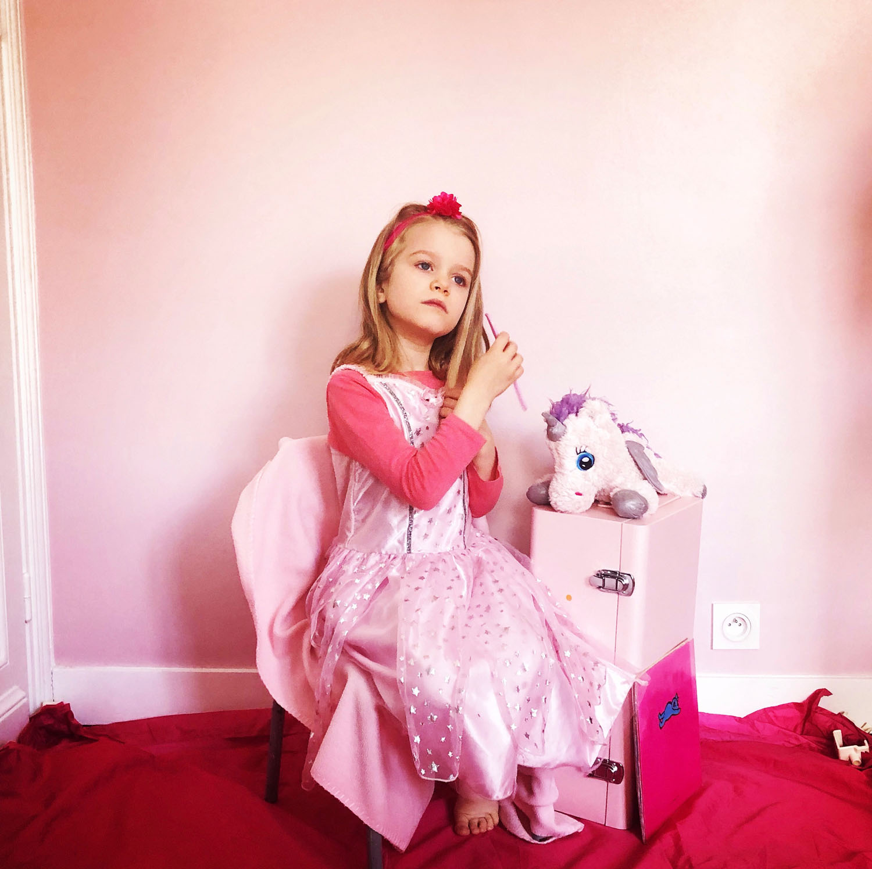 Petite fille rose 11052001